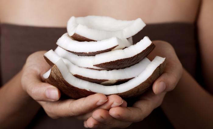 Kokosöl-abnehmen-und-gegen-heisshunger-700x425-1