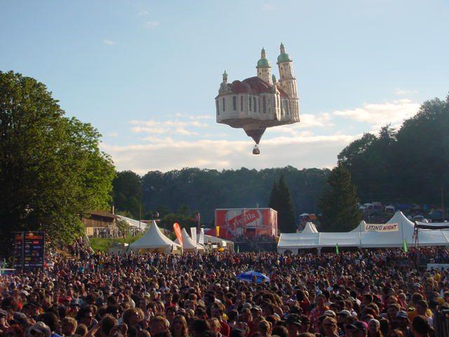 Sommerfigur am Festival