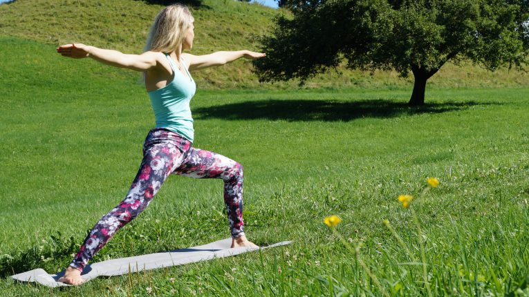 Yoga-Übung 1: Krieger