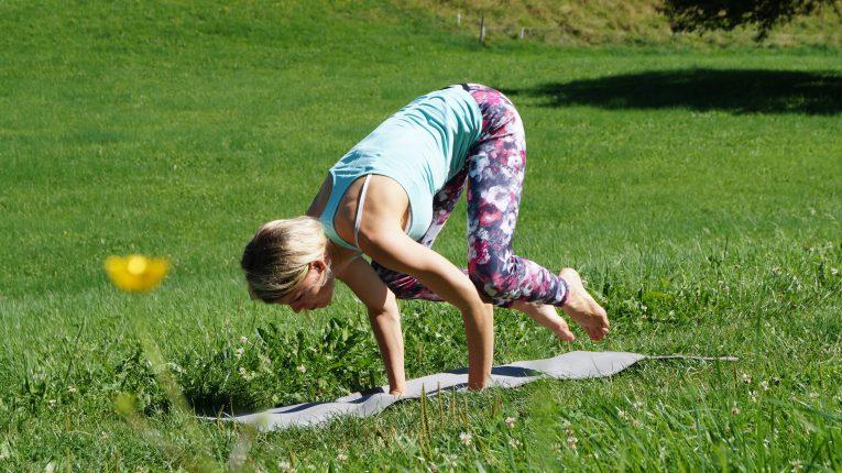 Yoga-Übung 2: Krähe