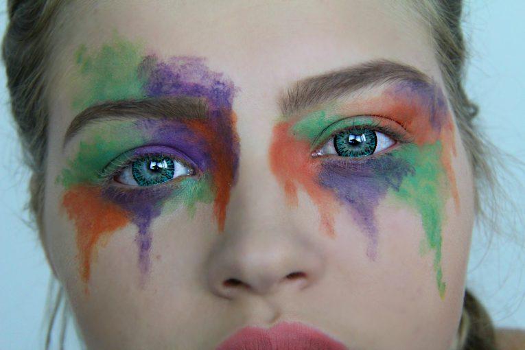 Makeup Look mit Fun Linsen 3