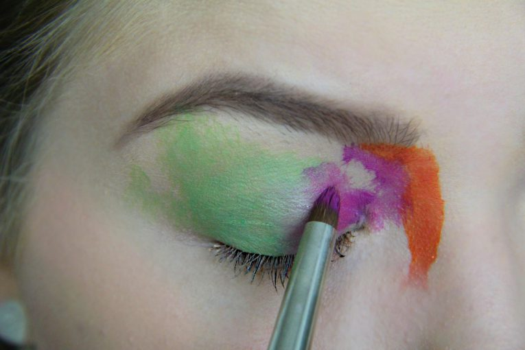 Makeup Look mit Fun Linsen 2